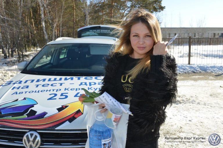 Радиостанция ХИТ FM и автоцентр Керг поздравили автоледи с 8 марта
