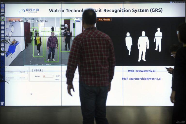 Китайская система наблюдения распознает человека по походке