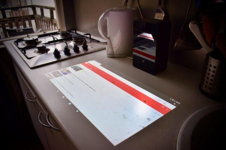 Разработано устройство, способное придать любой поверхности функцию сенсорного экрана