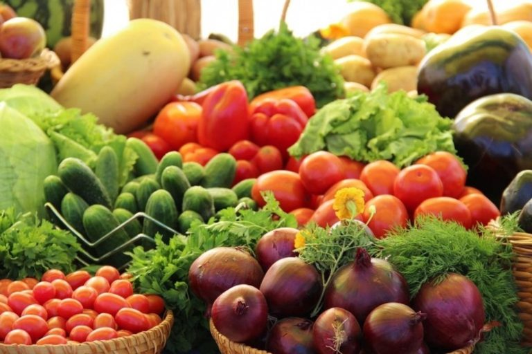 Курганцы смогут купить к новогоднему столу местную сельхозпродукцию