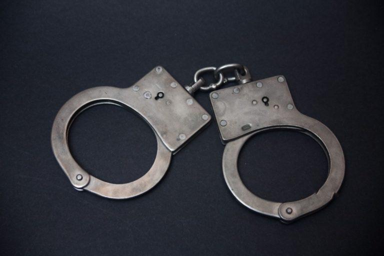 Судебные приставы отправили в изолятор курганского должника «с принципами»