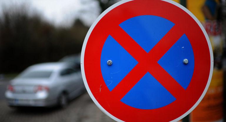 Остановка и парковка на участке улицы Карбышева в Кургане запрещена на 2 года